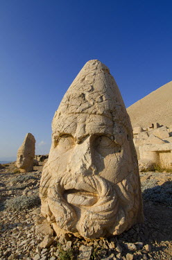 AS37_CMI0570_M Turkey, Eastern Turkey, Adiyaman. Mount Nemrut (aka Nemrut Dagi) UNESCO, Western terrace. Bearded stone head of Zeus-Oromasdes.