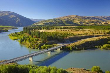 AU02_DWA6616_M Bannockburn Bridge and Kawarau Arm, Lake Dunstan, Central Otago, South Island, New Zealand