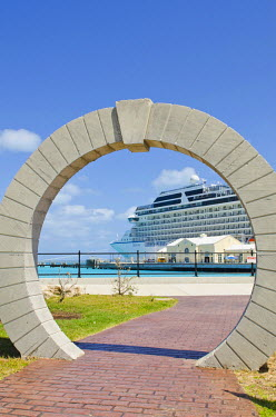 CA07_MDE0050_M Bermuda. Moon gate at cruise terminal in the Royal Naval Dockyard.