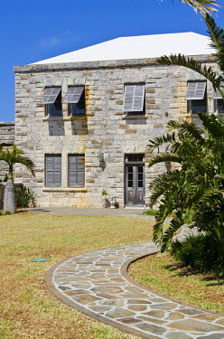 CA07_MDE0057_M Bermuda. Old house at at the Royal Naval Dockyard.
