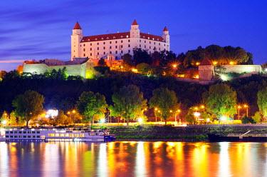 SLV1032 Europe, Slovakia, Bratislava, Bratislava Castle on the Danube River