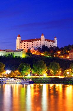 SLV1033 Europe, Slovakia, Bratislava, Bratislava Castle on the Danube River