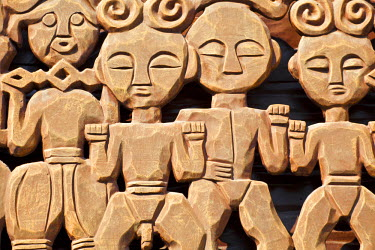 TW02026 Taiwan, Nantou, Sun Moon Lake, Ita Thao, Carvings on building