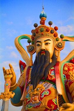 TW02081 Taiwan, Kaohsiung, Lotus pond, Giant 72 meter high statue of Syuan Tian Emperor
