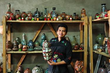 NIC0126AW Valentin Lopez Ceramics, San Juan de Oriente, Nicaragua, Central America