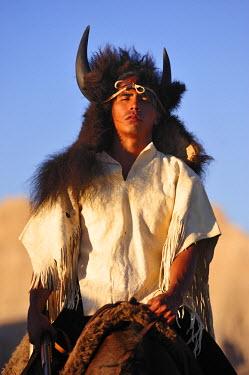 USA8395AW Lakota Indians in the Badlands of South Dakota, USA MR