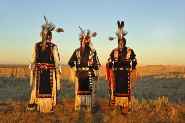 USA8421AW Lakota Indians in the Badlands of South Dakota, USA MR