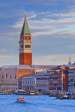 IT01577 Campanile, Riva degli Schiavoni & Bacino di San Marco, Venice, Italy