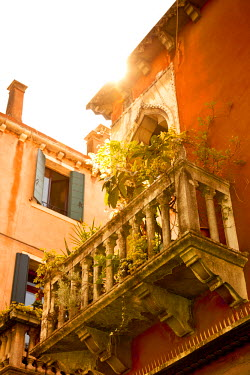 IT01641 Balcony in the Dorsoduro district, Venice, Italy