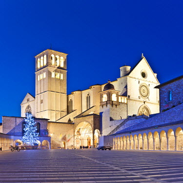 ITA1202AW Italy, Umbria, Perugia district, Assisi, Basilica of San Francesco. Christmas.