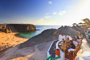 ES16075 Spain, Canary Islands, Lanzarote, Punta del Papagayo, Beach cafe