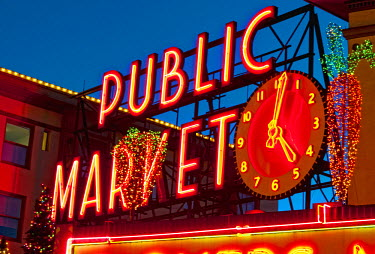 US48_RDU0445_M USA, Washington, Seattle, Pike Place Market. Christmas at the Pike Place Market in Seattle.
