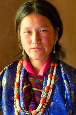 BX01054 Bhutanese woman, Festival, Gangtey Dzong monastery, Phobjikha Valley, Bhutan
