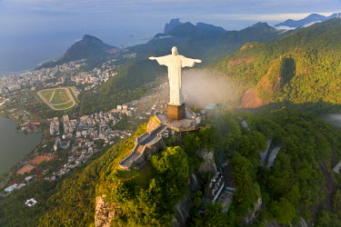 BZ01252 Statue of Jesus, known as Cristo Redentor (Christ the Redeemer), on Corcovado mountain in Rio de Janeiro, Brazil