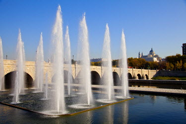 SPA4253 Manzanares River and Madrid Park. Fountains near Segovia Bridge, the first bridge of Madrid, Spain