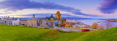 CA04083 Canada, Quebec, Quebec City, Vieux Quebec or Old Quebec, Chateau Fontenac