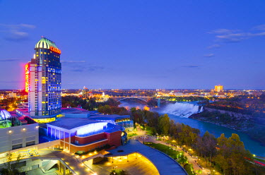 CA03174 Canada, Ontario and USA, New York State, Niagara Falls, American Falls and Bridal Veil Falls