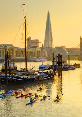 UK10565 UK, England, London, Tower Bridge & The Shard (by Renzo Piano)