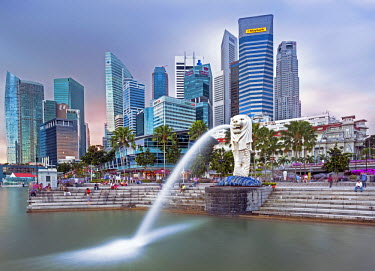 SP01413 The Merlion Statue with the City Skyline in the background, Marina Bay, Singapore