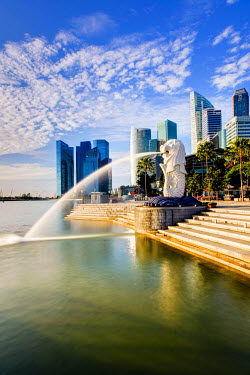 SP01439 The Merlion Statue with the City Skyline in the background, Marina Bay, Singapore