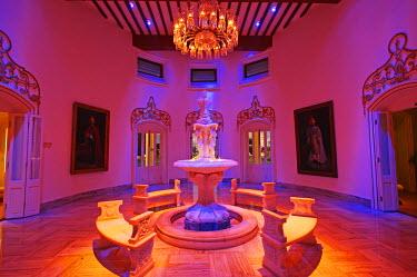 IND6856 India, Andhra Pradesh, Hyderabad. A lobby alongside the main restaurants at the luxury Falaknuma Palace Hotel.