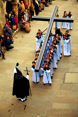 SPA4369 Santiago de Compostela, Galicia, Northern Spain, Elevated view of procession on Good Friday in the historic centre