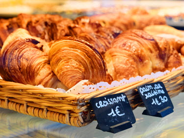 FRA7412AW France, Provence, Nimes, Croissants in bakery