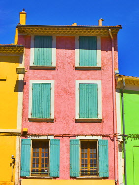 FRA7447AW France, Provence, Orange, Colourful buildings