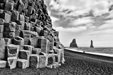 ICE3079AW Basalt columns and sea stacks, Reynisfjara, Iceland