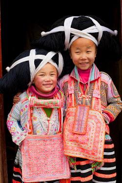 CN06375 Young Long Horn Miao girls, Sugao, Guizhou Province, China