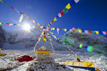 NEP1666 Asia, Nepal, Himalayas, Sagarmatha National Park, Solu Khumbu Everest Region, tents and prayer flags at Everest Base Camp