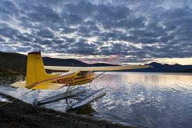 US02HRO0360 A floatplane in Takahula Lake, National Wild and Scenic River valley of the Alatna River, Brooks Range, Alaska, USA
