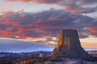 US51JWI0600 USA, Wyoming, Devils Tower National Monument, Sunset