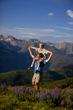 AR4374400018 Vail, Colorado, USA: Family Hiking