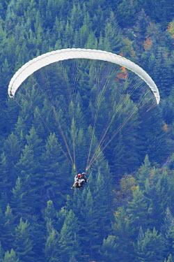 AU02DWA6918 Tandem Paraglider in flight, Queenstown, South Island, New Zealand