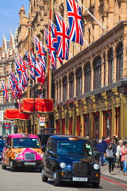 UK10583 UK, England, London, Knightsbridge, Harrods with Union Jack bunting to celebrate the Queens Diamond Jubillee