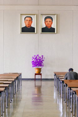 NK01215 Democratic Peoples's Republic of Korea (DPRK), North Korea, Pyongyang, Grand People's Study House, Classroom and portaits of the Great Leaders