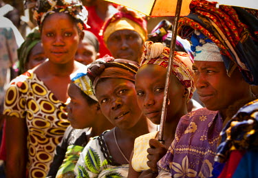 AR4441400006 Ngumba, North Kivu, Democratic Republic Of Congo: Great Lake Cassava Intitiative (Glci) Beneficiaries Wait To Receive Their Cassava Seed During A Glci Dissemination In North Kivi Provence Village Of N...