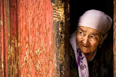 AR4572700009 Xinjiang Province, China : Curious Woman,  Kashgar,  Xinjiang Province. China