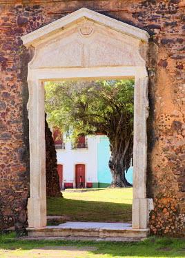 BRA0755AW South America, Brazil, Maranhao, Alcantara, view through a ruined door of the Nossa Senhora do Carmo church of the Praca da Matriz