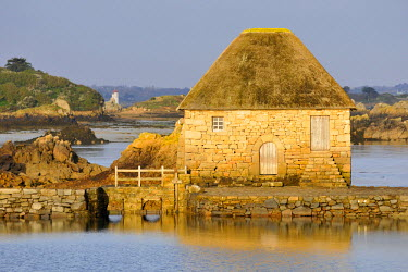 HMS708439 France, Cotes d'Armor, Brehat island, Birlot tide mill, built in 1632, sunrise