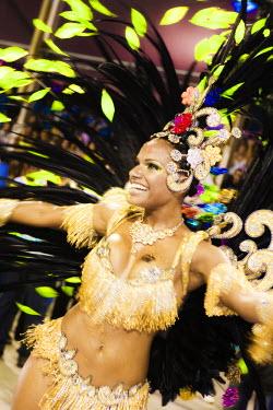BRA0835AW South America, Rio de Janeiro, Rio de Janeiro city, Quiteria Chagas, Rainha da Bateria of the GRES Imperio Serrano samba school at carnival in the Sambadrome Marques de Sapucai