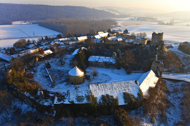 HMS336325 France, Eure, Epte Valley, Chateau sur Epte, 12th century fortress (aerial view)