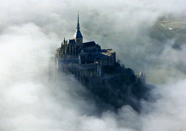 HMS689642 France, Manche, Bay of Mont Saint Michel, listed as World Heritage by UNESCO, the Mont Saint Michel, ship in mists
