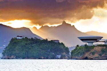 BRA1082AW South America, Rio de Janeiro, Niteroi, Oscar Niemeyer's Contemporary Art Museum (MAC Niteroi) set against the dramatic mountains of Rio de Janeiro city