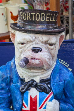 TPX33366 England, London, Nottinghill, Portobello Road, Antique Shop Display, Bulldog Statue