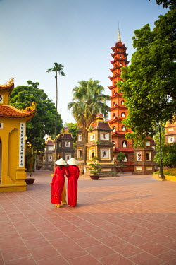 VN02218 Girls wearing Ao Dai dress, Tran Quoc Pagoda, West Lake (Ho Tay), Hanoi, Vietnam (MR)