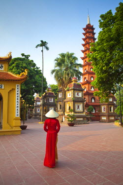 VN02219 Girl wearing Ao Dai dress, Tran Quoc Pagoda, West Lake (Ho Tay), Hanoi, Vietnam (MR)