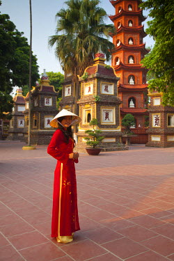 VN02220 Girl wearing Ao Dai dress, Tran Quoc Pagoda, West Lake (Ho Tay), Hanoi, Vietnam (MR)