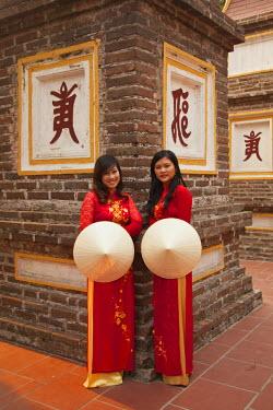 VN02222 Girls wearing Ao Dai dress, Tran Quoc Pagoda, West Lake (Ho Tay), Hanoi, Vietnam (MR)